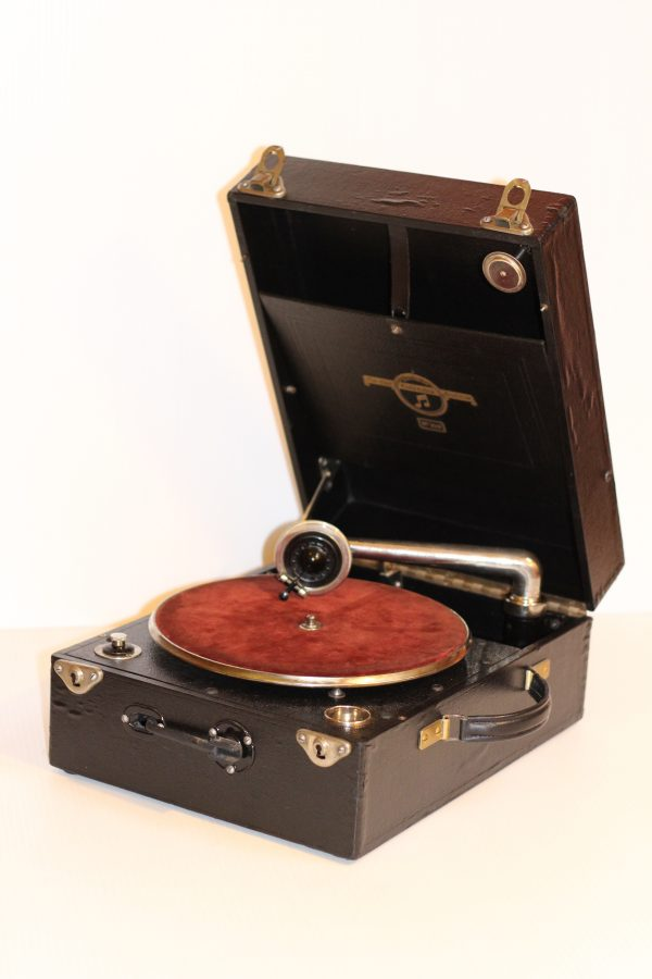Columbia Model 109 Gramophone. Casey Clock Restoration